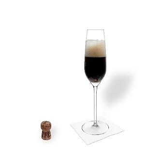 Black Velvet im Champagnerglas, die übliche Art diesen leckeren Aperitif Cocktail zu servieren.