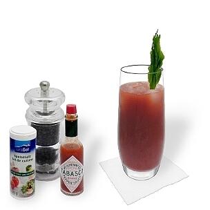 Bloody Mary ist ein würziger Cocktail aus den USA mit Wodka und Tomatensaft.