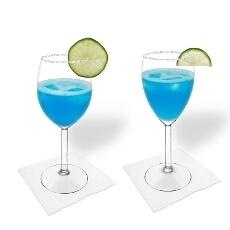 Blue Margarita im Weiss- und Rotweinglas