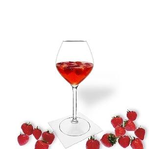 Erdbeerbowle ist ein fruchtiger und süffiger Party-Drink.