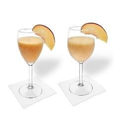 Pfirsich Margarita im Weiss- und Rotweinglas