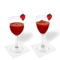 Frozen Strawberry Margarita im Weiss- und Rotweinglas