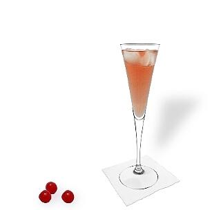 Kir Royal serviert man in Champagner- oder Weingläser ohne Dekoration.