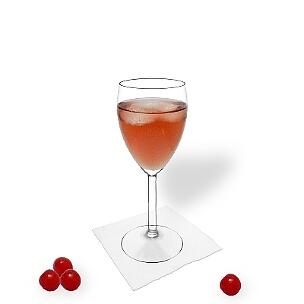 Kir serviert man in Champagner- oder Weingläser ohne Dekoration.