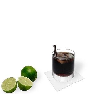 Neben den kleineren Longdrinkgläser eignen sich alle Arten von Tumbler-Gläser für Rum-Cola.