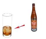 Rum Cola Zubereitung: Rum und Eiswürfel