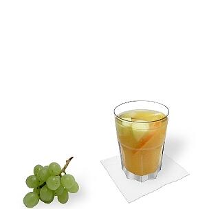 Tumbler-Gläser, kleinere Longdrinkgläser oder Weingläser sind am besten für Sangria Blanca geeignet.
