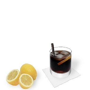 Neben den kleineren Longdrinkgläser sind alle Arten von Tumbler-Gläser für Whisky-Cola geeignet.