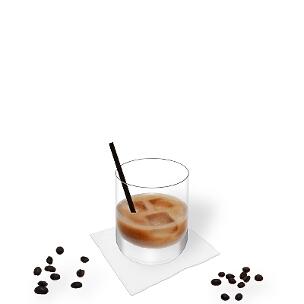 White Russian im Whisky-Glas mit einem Rührstab, die übliche Art diesen Winter-Cocktail zu präsentieren.